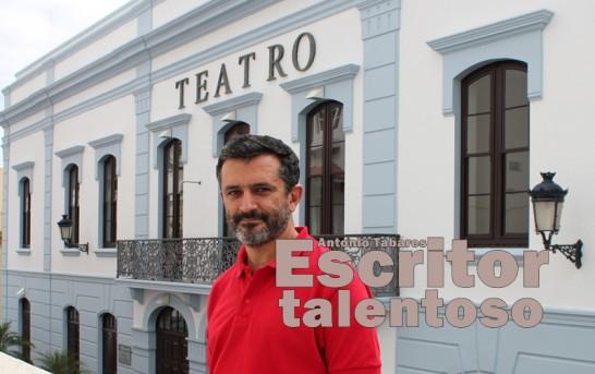 El escritor Antonio Tabares