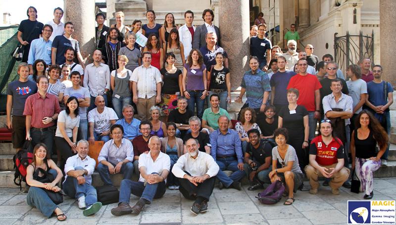 """""""Magische"""" Familie: Mitglieder der MAGIC-Kollaboration bei einem Treffen in Split 2010. Foto: MAGIC"""