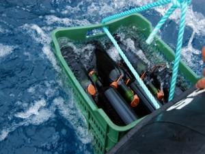 Ab ins Meer: Ricardo versteckt die Flaschen allerdings gut, damit Fremdtaucher keine Beute machen können. Foto: Tendal