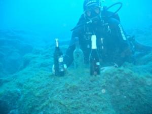 Teuflisch gute Idee: Ricardo bringt Wein der Kellerei Tendal auf den Meeresgrund. Die Reifung der etwas anderen Art bringt inzwischen überzeugende Ergebnissse. Foto: Tendal