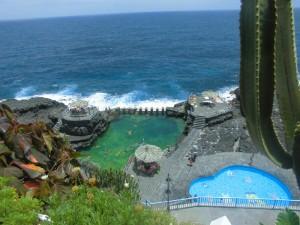 Badespaß im schön renovierten Charco Azul: Meeresschwimmbecken und Kinderpool. Foto: La Palma 24