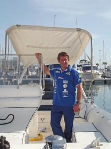 Ricardo in seinem 230-PS-starken Boot in Tazacorte: vorbei sind die Zeiten, als er mit 30 Pferdestärken unterwegs war. Foto: La Palma 24