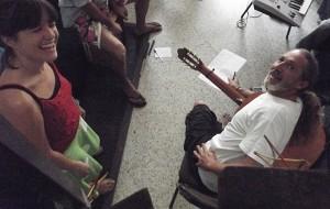 Noch lacht der Maestro: aber gleich bei der Probe wird´s ernst. Foto: La Palma 24