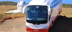 Busfahren heute: moderne Gua-Guas schaffen es sogr auf den 2.400 Meter hohen Roque de los Muchachos. Foto: Palmeros en el Mundo