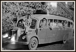 """In den 50ern und 60ern mit dem """"Gua-Gua"""" über La Palma düsen: Fahrspaß auf holprigen Kiesstraßen. Foto: Palmeros en el Mundo/Cafetería Eden"""