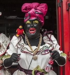 Styling fertig: Soso als Gallionsfigur des Día de Los Indianos. Foto: Luis Vega, der kürzlich ein Bilderbuch zum Event veröffentlicht hat.