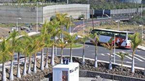Puerto Naos: Im Stundentakt geht es hinauf nach Los Llanos - alle zwei Stunden mit Schlenker über Charco Verde.