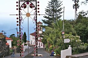 Corpus Christ in Mazo: blumenschmuck oberhalb der Kirche San Blas und im ganzen Ort. Foto: La Palma 24