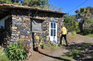 Mannis taller para Palmapur Licores: todo correctamente y de forma higiénica en un Pajero al lado de la casa principal. Foto: La Palma 24