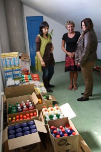 Nicht immer werden Lebensmittel eingekauft: Hier spendete SOS La Palma Hygieneartikel für den Haushalt bedürftiger Menschen in Santa Cruz.