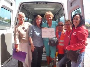 Wieder ein 500-Euro-Scheck von SOS La Palma: Diesmal ging er ans Cruz Roja in Santa Cruz.