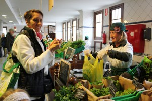 Kleine Insel - großes Öko-Angebot: Immer mehr Landwirte und Marktbeschicker bedienen diesen Sektor. Foto: La Palma 24 auf dem Bauernmarkt in El Paso