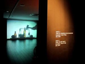 Unterm Hammer: Die Glas-Epoche gipfelte in teils riesigen Videoprojektionen.