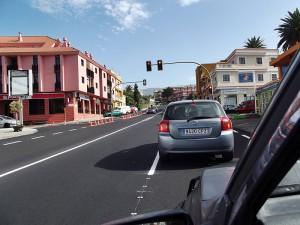Hauptdurchgangsstraße El Paso seit kurzem wie neu: Ohne den Asphalt aus Fuencaliente ginge auf La Palma in Sachen Straßensanierung gar nichts. Foto: La Palma 24
