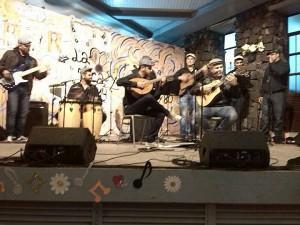 Bar Caotico in Puerto Naos: Die Los Boinas machen Folk. Foto: Band