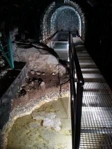 Unter Lava verborgen und nach langer Suche 2005 wiederentdeckt: Die Fuente Santa kann heute wieder über Stollen im erreicht werden. Foto: Cabildo de  La Palma