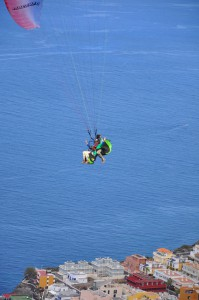 Tadem-Flüge: Spaß auch für Touristen ohne einen blassen Schimmer vom Paragliden. Foto: Palmaclub