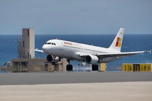 Übers Drehkreuz Madrid aus vielen Ländern: Flug nach Santa Cruz de La Palma (SPC) mit der Iberia Express. Pressefoto Airline