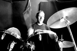 Eremiot: Der facettenreiche Musiker beherrscht auch das Schlagzeug. Foto: La Palma 24