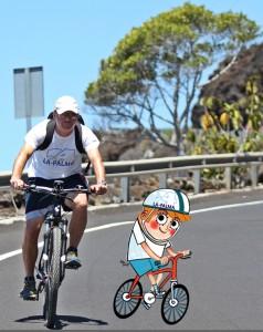 Miki und der junge La Palma 24-Lausbub Tschörnie unterwegs: Mit dem E-Bike bewältigt man auch die Anfahrt auf die Off-Road-Trails spielend. Foto: Kreikenbom