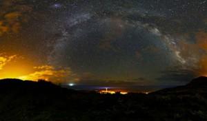 Keine Licht- und Luftverschmutzung: Giovanni Tessicini fotografierte den Nachthimmel über La Palma und gewann damit 2013 den Astrofoto-Wettbewerb der der Inselregierung.