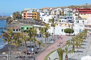 Ein Beispiel für den Individual-Tourismus ist Puerto Naos: Viele La Palma-Urlauber suchen sich ein Apartment im Badeort auf der Westseite von La Palma. Alternativ steht hier allerdings auch das Hotel Sol zur Verfügung. Foto: La Palma 24