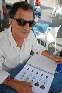 Tomaso Hernández: Der Künstler entwarf viele Designs für die Teneguía-Bajada-Edition: Die Zwerge machen das Rennen. Foto: La Palma 24