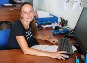 Dörthe arbeitet im La Palma 24-Büro in Todoque: Kompetenz und Freundlichkeit sind ihre Markenzeichen.