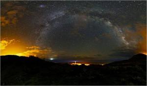 Sommernacht auf La Palma: Das war das Siegerbild von Giovanni Tessicini beim Astro-Foto-Wettbewerb 2013 im Bereich astronomische Landschaften auf La Palma.