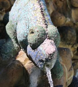 Kultur findet man auf La Palma nicht nur in den Museen, sondern auch im Freien: Hier ein Gecko von Inselkünstler Luis Morera auf der Plaza de la Glorieta in Las Manchas. Foto: Michael Kreikenbom