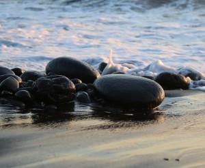 La Palma-Strände: manchmal Sand, manchmal Steine am immer sauberen Atlantik. Foto: Michel Kreikenbom