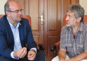Gespräch über mehr Events auf La Palma bei der 3. Ausgabe von Starmus 2016: Festival-Direktor Garik Israelian (rechts) und Inselpräsident Anselmo Pestana. Foto: Cabildo