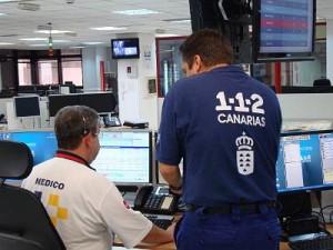 Im CECOPIN-Koordinationszentrum: Der Anrufer informiert, falls nötig, kann man sogar mit einem Arzt sprechen. Foto: Gobierno de Canarias