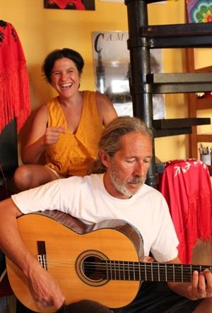Iosune und Pedro: sind wieder zuhause in Puerto Naos und freuen sich auf die kommende Konzertsaison. Erster Gig ist am 24. Oktober im Caotico wie immer um 21 Uhr. Foto: La Palma 24