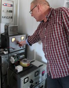 Auf La Palma oft ein Problem: Über- oder Unterspannungen im Stromnetz - Neil hat dafür ein Schutzsystem entwickelt.