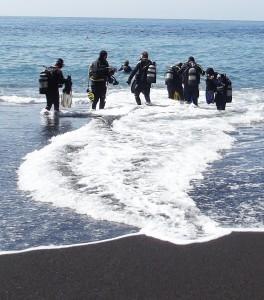 Los geht´s: Georg setzt bei Tauchgängen und Ausbildung auf Sicherheit. Foto: La Palma 24