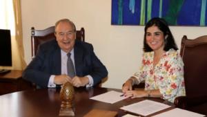 Der Diputado del Común – das ist der oberste Bevollmächtigte der Kanaren für Grundrechte und Freiheit der Bürger – hat sich jetzt in Santa Cruz de La Palma mit der Präsidentin des Kanarenparlaments getroffen. Dabei sprachen Jerónimo Saavedra und Carolina Darias auch über die in den vergangenen Jahren ständig gestiegene Anzahl der Eingaben von Bürgern - allein bis Ende Juni 2015 seien schon rund 100 Klagen mehr als im gesamten Jahr 2014 beim Diputado del Común eingegangen.