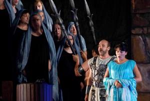 Jorge Perdigón brachte nicht nur die Oper nach 100 Jahren Pause nach La Palma zurück: Der Startenor wirkte auch bei den Inszenierungen mit wie auf diesem Foto bei Nabucco 2007.