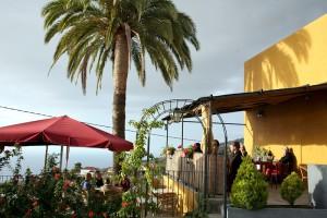 Biergarten der Cervezería Isla Verde auf La Palma: Blick auf den Atlantik. Foto: Gino