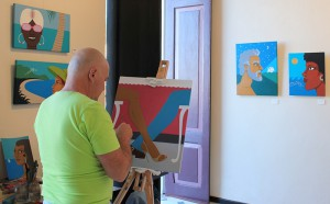 Acenk Guerra: Noch bis zum 17. Januar 2016 malt er seine Bilder in der Avenida 17 in Tazacorte. Foto: La Palma 24