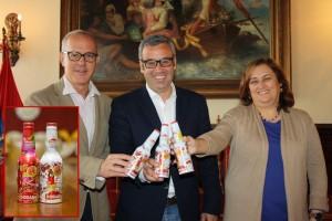 Special Edition von Dorada zum Día de Los Indianos bei der Präsentation im Rathaus von Santa Cruz: zum Wegwerfen zu Schade - Sammler haben die Aluflaschen längst entdeckt. Foto: Stadt
