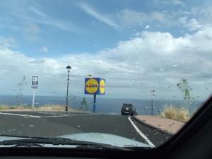 Lidl-Mast in Brena Alta im Osten von La Palma: Demnächst könnte ein solcher auch in Los Llanos errichtet werden - die Stadt signalisiert jetzt schon die Bereitschaft, den Bauantrag des Discounters positiv zu bescheiden. Foto: La Palma 24