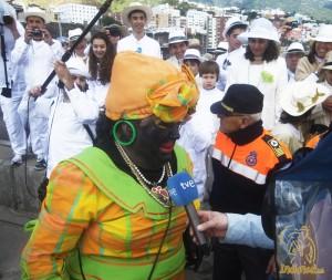 Die Negra Tomasa bei der Ankunft im Hafen: Sosó ist auch der Liebling der Presse. Foto: www.indianos.info