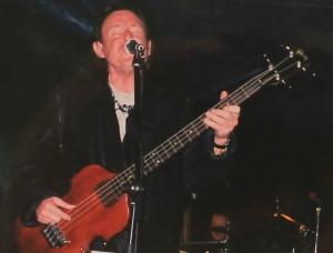 Ein historischer Moment: Jack Bruce und sein Sohn Corin (Bild hinten am Schlagzeug) beim ersten gemeinsamen öffentlichen Auftritt im Rahmen des Rettet-die-Playa-Nueva-Konzerts 2004. Foto: Archiv Susi