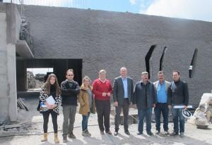 Besuch an der Cueva de las Palomas: Inselpräsident Anselmo Pestana, Los Llanos Bürgermeisterin Noelia Garcia und andere Experten besichtigten den Stand der Arbeiten am Besucherzentrum. Foto: Cabildo