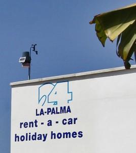 Die neue Wetterstation auf dem Dach des La Palma 24-Büros in Todoque: klein aber fein!