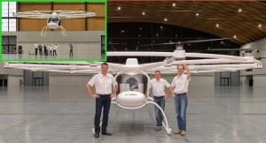 """Realität gewordene Idee von Thomas: Der VC200 beim Erstflug in der DM-Arena: Die Karlsruher E-volo GmbH baut seinen """"Multicopter"""". Wird er zum VW der Lüfte?"""