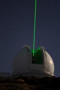 """""""Green Light"""" schießt aus einem Observatorium auf dem Roque de Los Muchachos auf La Palma in den Himmel:"""