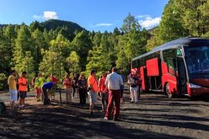 Busservice: Von den Treffpunkten in Puerto Naos, Los Cancajos und Fuencaliente werden die Teilnehmer zu den Wanderungen gebracht. Foto: Wanderfestival-Organisation