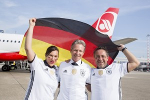 Fußball-EM bei Airberlin: Piloten sagen Ergebnisse durch. Pressefoto Airberlin